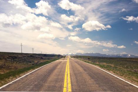 Autostrada ciągnąca się po horyzont