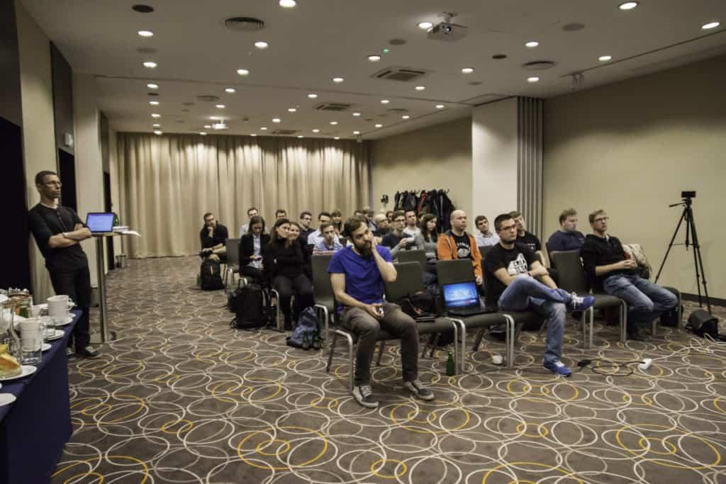 Wszyscy słuchają prelekcji podczas Devstyle Speakers - dzień drugi
